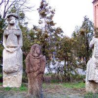 Скифские каменные бабы возле краеведческого музея, Николаев