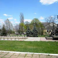 Возле памятника, Снигиревка