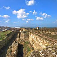 Вид на крепостной ров и стену от Девичьей башни., Белгород-Днестровский