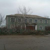 ул. Кирова. Заброшенное здание конторы бывшего колхоза, Любашевка