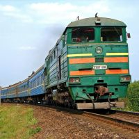 Тепловоз 2ТЭ10УТ-0068Б с пассажирским поездом №463 Москва - Одесса, Оржица