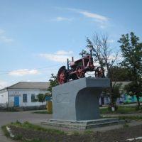 На постаменті герой 30-х років, Семеновка