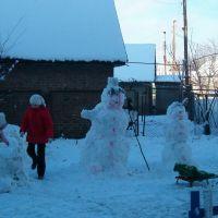 Зима в Костополі - діти ліплять зі снігу справжні шедеври 2, Костополь