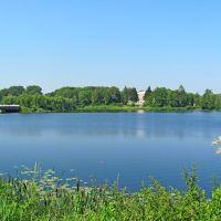 Река Иква,впереди парк Ходкевичей., Млинов