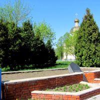 Памятный знак-до 1977г,здесь было военное кладбище,воинов погибшим  во время Великой Отечественной войны., Сарны