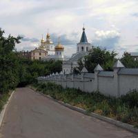 Мовчанський монастир: дорога біля стіни, Путивль