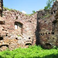 Ruined castle in Zolotyi Potik, Золотойпоток