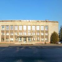 пгт.Близнюки Райгосадминистрация, панорама площади, Близнюки