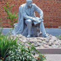 Памятник Т.Г.Шевченко в пгт Великий Бурлук, Великий Бурлук