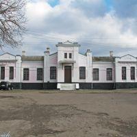 Вид на вокзал станции Золочев с привокзальной пл., Золочев