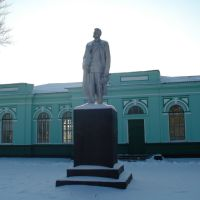 Памятник М.Горькому (привокзальная площадь), Кегичевка