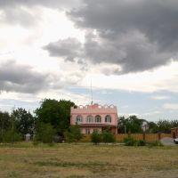 Рожевий будинок, Днепряны