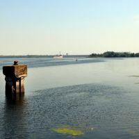 На горизонте ГЭС и шлюз., Новая Каховка