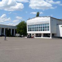 "Central square of Chaplinka. ""House of culture"" (cinema, theatre, library). June, 2009, Чаплинка"