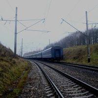 Железнодорожная линия Жмеринка - Подволочиск. Перегон Волочиск - Подволочиск. Уходящий поезд Львов - Москва, Волочиск