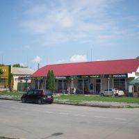 """Маркет (бывший хозяйственный) и магазин """"Ольга"""" (бывший """"Шостый""""), Городок"""