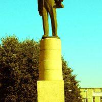 Головний пам*ятник Нової ушиці - Пам*ятник Леннону. Monument of  Lennon, Новая Ушица