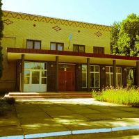 Будинок культури - осередок культурного життя  регіону / This build  - the focus of cultural life in the region, Новая Ушица