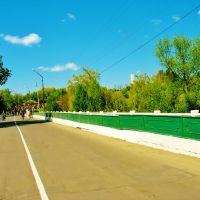 09.05.2008  9:35  Дорога через мост к монументу в память погибшим в Великую Отечественную войну., Звенигородка