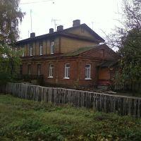 Старинное здание возле путей., Мена