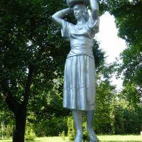 Памятник жінці з кошолкою, Новгород Северский