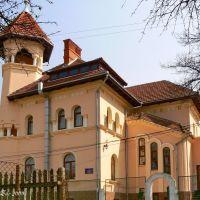 Peterhoffska street, 3, Черновцы