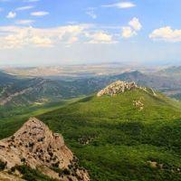 Вид на холмогорье юго-востока в сторону Коктебеля, с вершины горы Сандык-кая, Краснокаменка