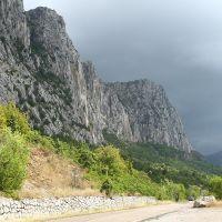 Дорога к церкви. Форос(Foros). Старая трасса Ялта-Севастополь, Санаторное