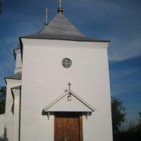 Раньше нынешнего храма в приходе существовала деревянная церковь во имя св. Архистратига Михаила, построенная в 1726 г., но вследствие ветхости она упразднена, а взамен ее построена новая деревянная церковь в 1863 г., с благословения преосвященного Подоль, Крыжополь