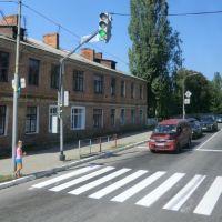 Lityn, Oblast Winnyzja,  Zebrastreifen, Ampel - Fußgänger werden gut geschützt., Литин