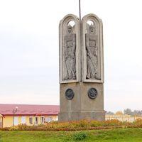Древние князья встречают гостей в на жд вокзале., Владимир-Волынский