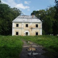 Old building in park, Голобы