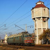 Старая водонапорная башня как мояк для поездов., Голобы
