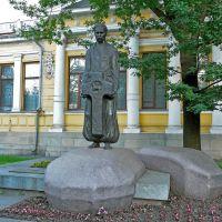 Памятник Д.І. Яворницькому біля Історичного музею.  D.I. Yavornitskys monument near the Historical Мuseum., Днепропетровск