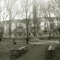 Во дворе (ул. Гагарина, 15), Желтые Воды