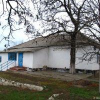 Колишня початкова школа у с. Інгулець (перестала функціонувати приблизно у 2009-2010 рр.) Нині будівля пустує. 2012, Ингулец
