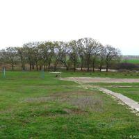 Старовинне козацьке кладовище, яке сьогодні є спортивним майданчиком школи, 2012, Ингулец