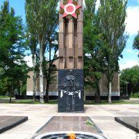 """Вічний вогонь на братській могилі біля колишнього кінотеатру """"Космос"""", 2012, Кривой Рог"""