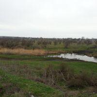 Река Томаковка, место переезда автомобилями, вдали Городище, Марганец