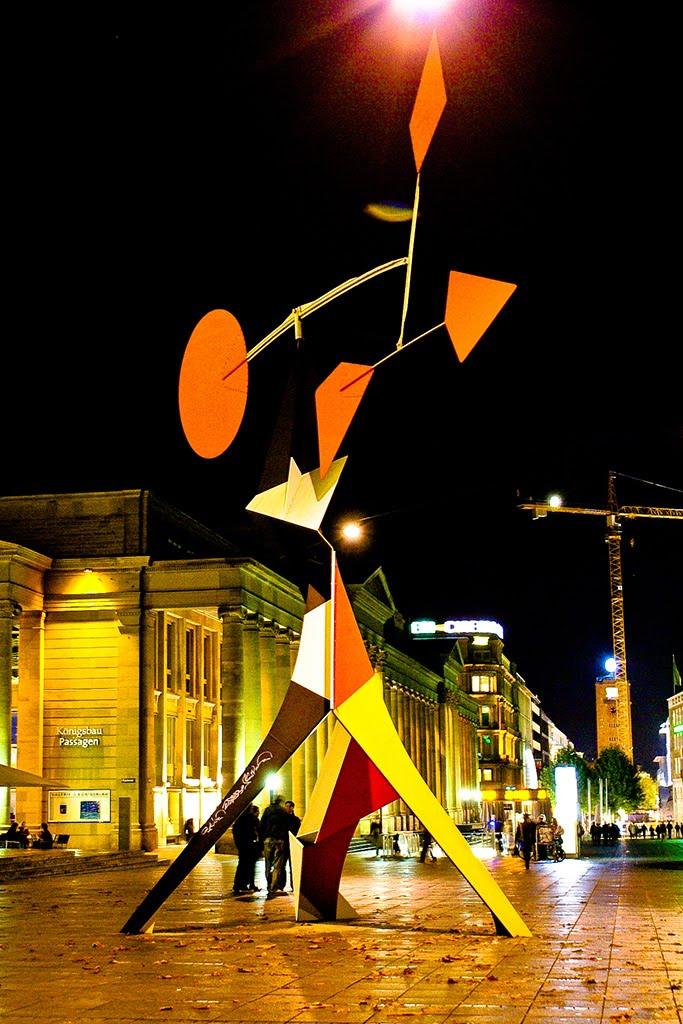 Alexander Calder Crinkly avec disc Rouge, Штутгарт