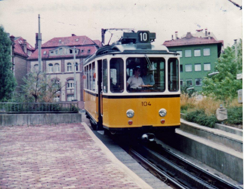 Stuttgart Zahnradtriebwagen 104 erreicht den Marienplatz (1982), Штутгарт