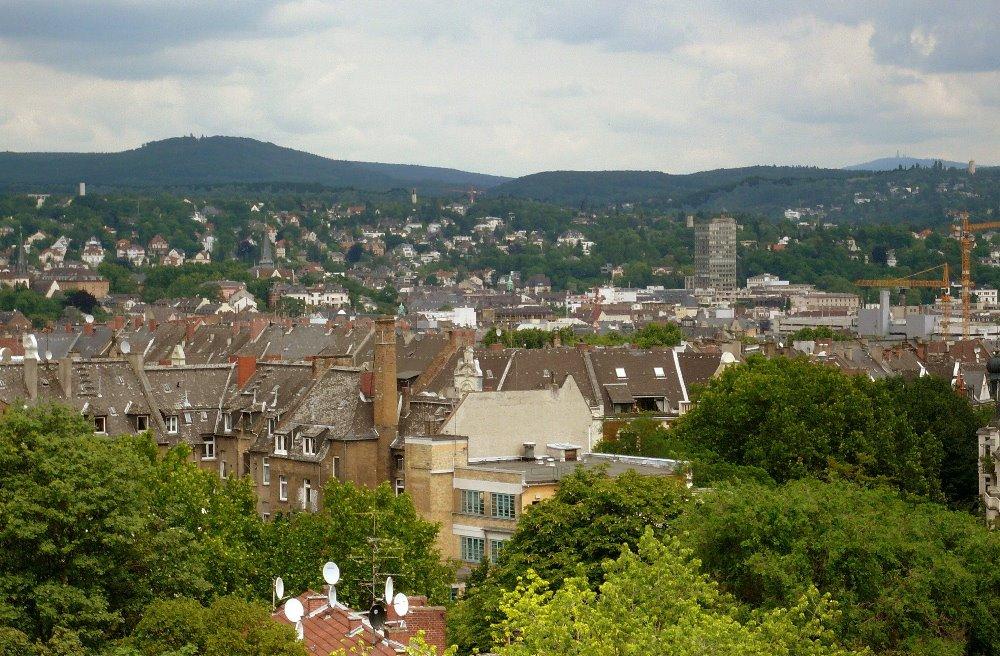 Blick über Wiesbaden auf den Kellerskopf / view over Wiesbaden to Kellerskopf-Mountain, Висбаден