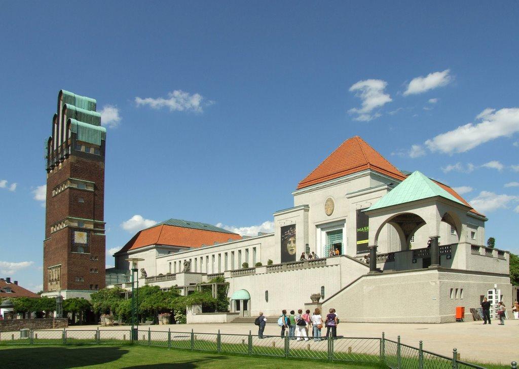 Hochzeitsturm und Ausstellungsgebäude im Sonnenschein, Дармштадт