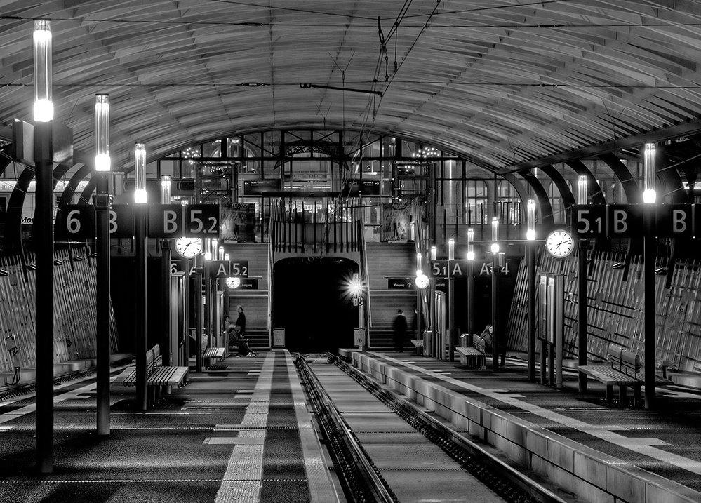 Die neue Haltestelle der Regiobahn im alten Hauptbahnhof (Kulturbahnhof) in Kassel., Кассель