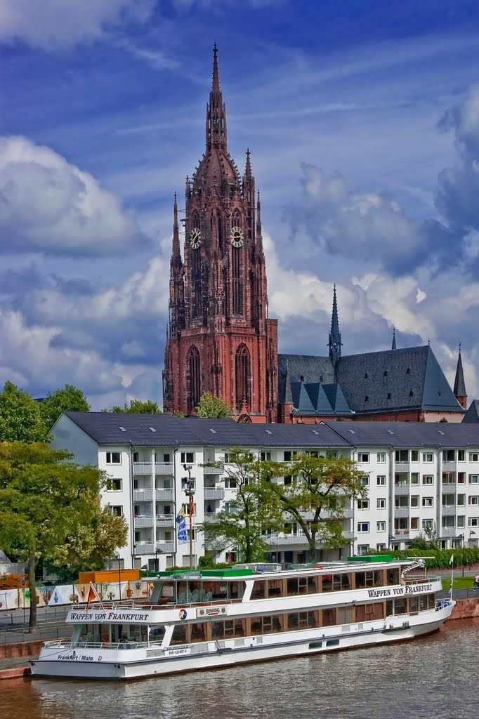 Blick zum Kaiserdom St. Bartholomäus in Frankfurt am Main., Франкфурт-на-Майне