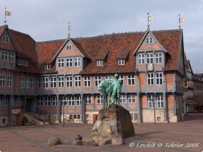 Rathaus Wolfenbüttel mit Reiterdenkmal von Herzog August, Волфенбуттель