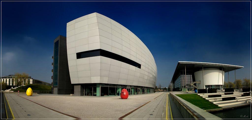 Autostadt Wolfsburg, ZeitHaus (built 2000) und Eingangshalle Volkswagen, Вольфсбург