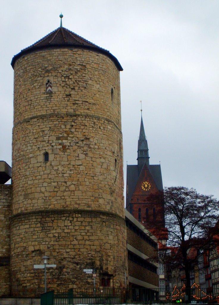 Beguinenturm  und Marktkirche , Weg in die Altstadt / Way into the old part of town, Ганновер