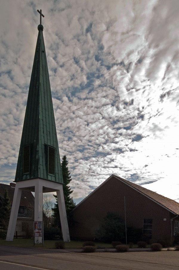 "DELMENHORST: Kirche / Church ""St. Paulus"" (English spoken Devine Services of ""New Covenant Kirche e.V."" Wed. 18:00-19:00 and Sund. 12:00-13:00 by pastores Unachukwu) • 2008, Дельменхорст"
