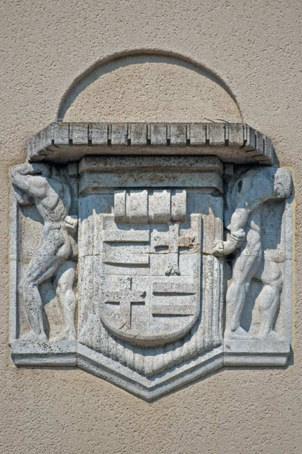 DELMENHORST, Rathaus/Cityhall: Relief am Rathaus-Giebel (Südseite) mit Wappen von Oldenburg / Relief at the city hall gable (southern side) with coat of arms of Oldenburg • 05-2009, Дельменхорст